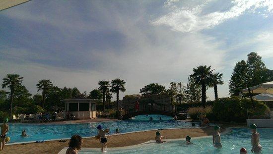Gardaland Hotel: Piscina