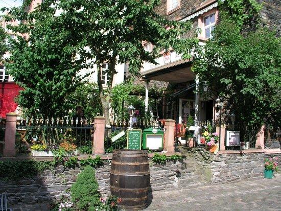 Hotel Gonzlay: Ett av många trevliga ställen att njuta gott svalt vin:)