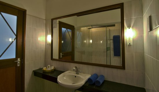 Sentrim Nairobi Boulevard Hotel: Guest Room - Bathroom