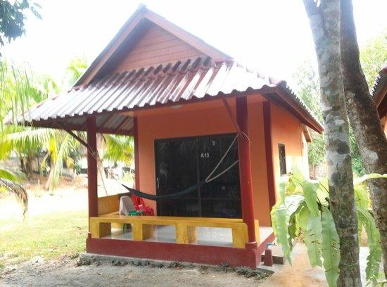Lanta Pearl Beach Resort: Our Bungalow
