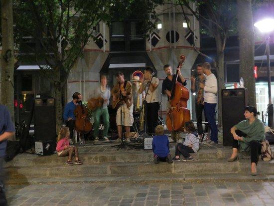 Ibis Paris La Villette Cité des Sciences 19eme : 21 juni .muziek voor het hotel .