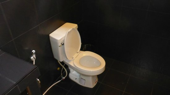 Lanta Pearl Beach Resort: Bathroom