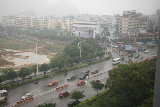 Guilin Plaza Hotel: Утренний вид из окна
