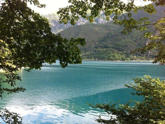 Lago di Ledro: Água e azul turquesa