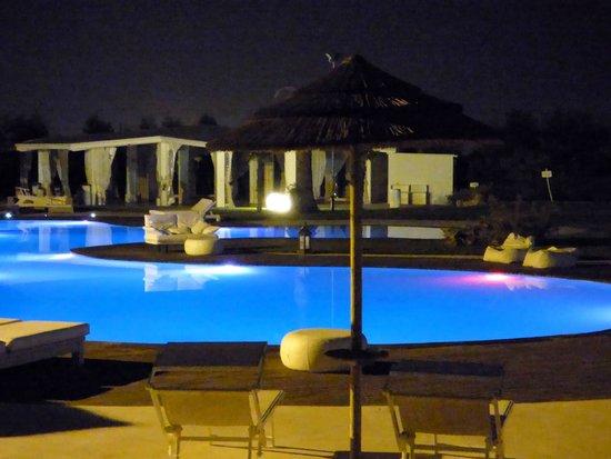 Hotel Borgo Pantano: piscina in notturna