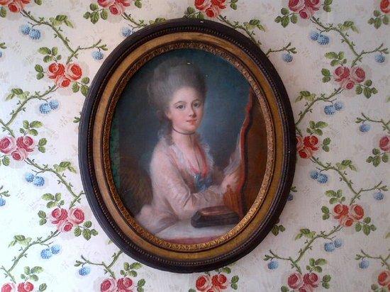Hotel Caron de Beaumarchais: marie antoinnette in my room!
