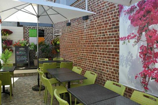 LANN-BIHOUE : terrasse dans le restaurant
