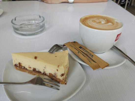 Cheelicious Bakery&Cafe: Having one of the best cheese cake in town. Recommend to try!