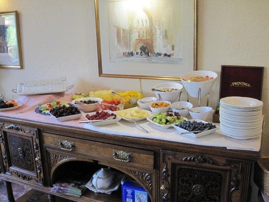 The Burn How Garden House Hotel: Fruktbordet