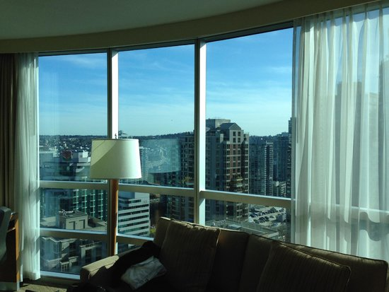Westin Grand Vancouver : View of room 2703 (living room)