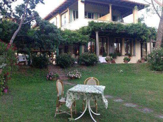 Villa Le Rondini : vue de la villa