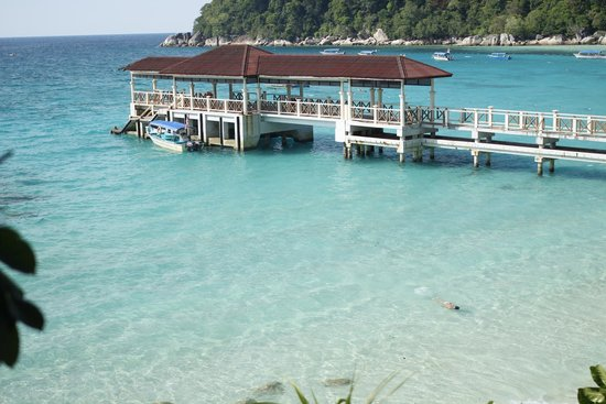 Coral View Island Resort: View towards Perhentian Island Resort and their Jetty