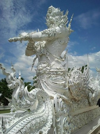 Wat Rong Khun : Guardián del templo