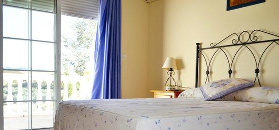 Hotel Arco del Sol: Habitación cama matrimonio