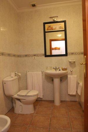 Hotel Arco del Sol: Baño Habitación