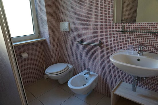 Hotel La Punta : bagno camera doppia