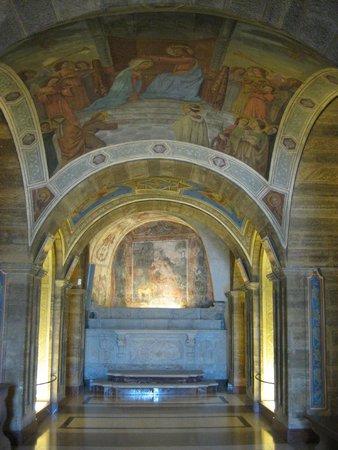Santuario Mater Domini: Crypte adjacente