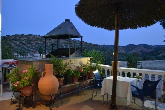 Hotel Arco del Sol: Terraza y barbacoa