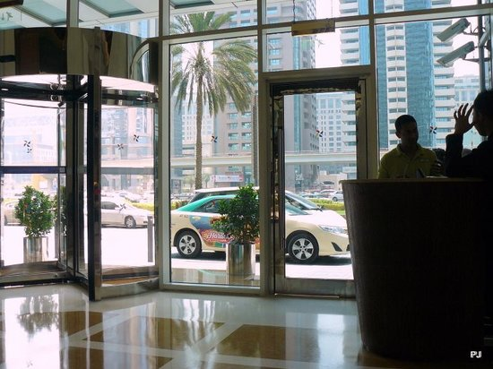 Four Points by Sheraton Sheikh Zayed Road, Dubai : The main entrance