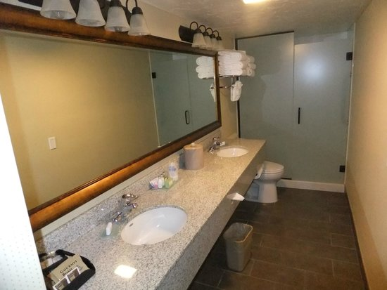 Best Western Town & Country Inn: Our huge bathroom with two sinks.