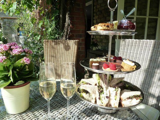 The Pheasant Hotel: Delicious champagne afternoon tea.