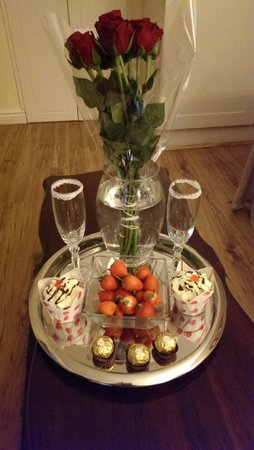 Algoa Guest House: Roses and Strawberries