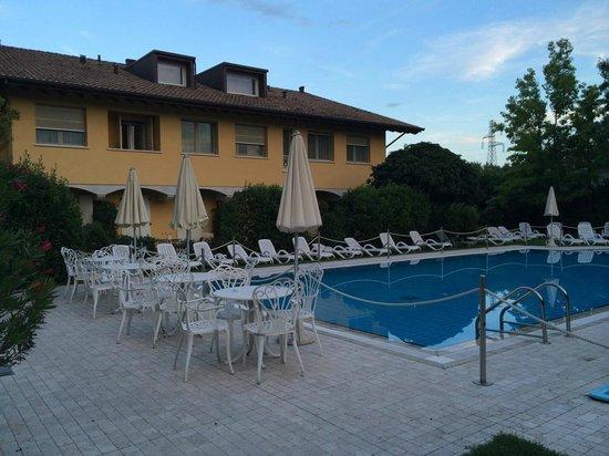 Borgo Ca dei Sospiri: Pool + rooms