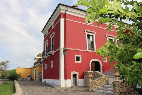 Coldragone, Italia: struttura centrale