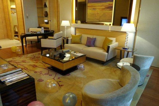 Galaxy Hotel: living room