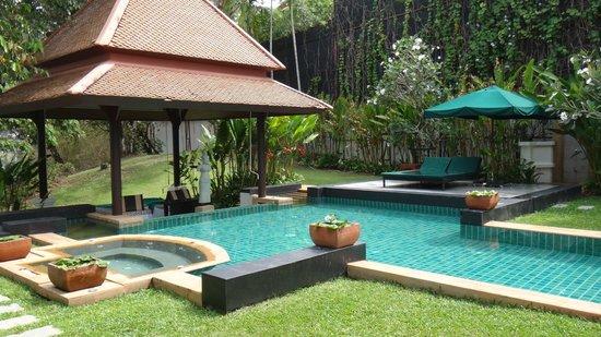 Banyan Tree Spa Sanctuary: Pool and garden.