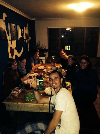 African Heart Backpackers : Dinner with the volunteers at African Heart