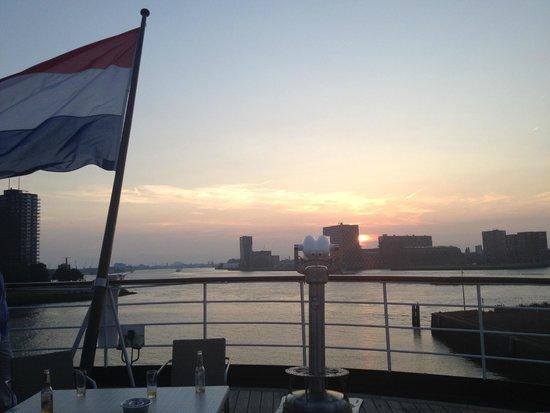 SS Rotterdam: Heerlijk terras met prachtig uitzicht !