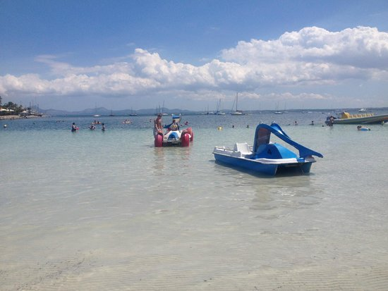 Globales Condes de Alcudia: Shallow waters at the beach