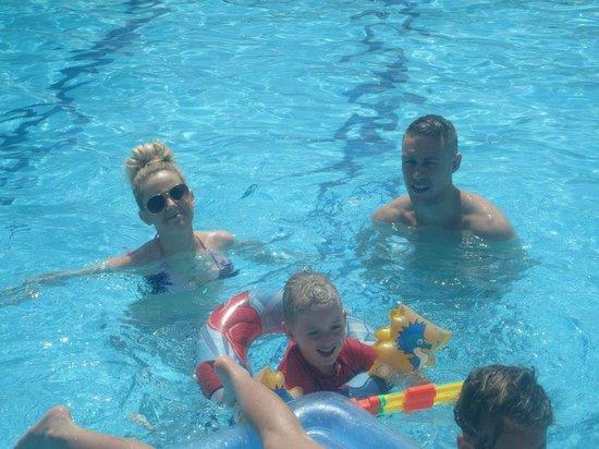Globales Condes de Alcudia: Fun in the pool