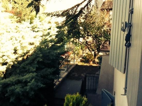 Les Jardins de Cassis: vu de la chambre 24 ...