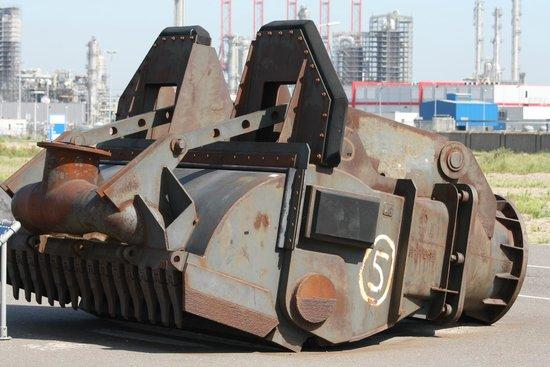 FutureLand Maasvlakte 2: Used tools on the parking