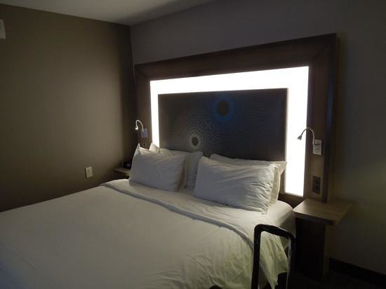 Novotel New York Times Square: King size bed