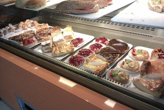 Damien: Mmmm... cakes!