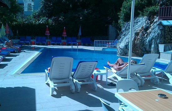 Dilhan Hotel: pool area