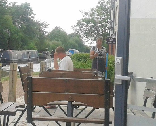 Premier Inn Stratford Upon Avon Waterways Hotel: June sweeping up before starting work