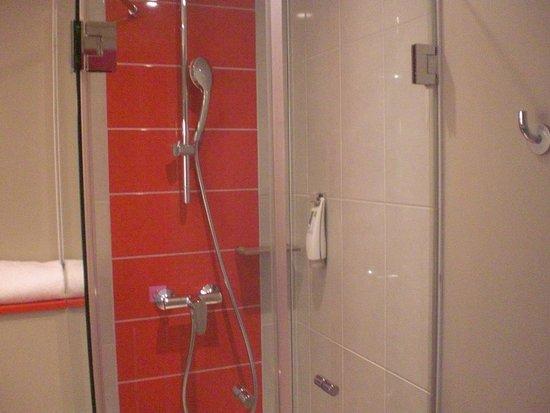 Ibis Styles Lille Centre Grand Place: dettaglio doccia