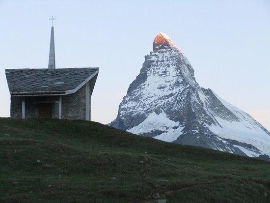 Riffelhaus 1853: 神々しい朝焼けが見れました。夕焼けは角度の関係で少し染まっただけでした