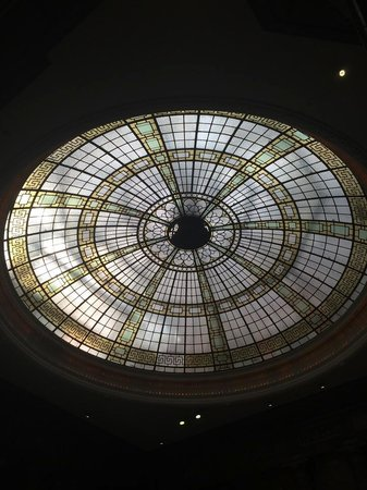 The Palace Hotel: Beautiful glass dome in reception