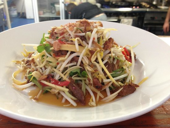 Jellyfish Restaurant & Bar: sticky pork salad