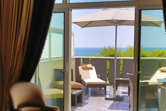 Le Regina Biarritz Hôtel & Spa - MGallery Collection : Terrasse de la chambre supérieure