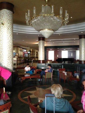 Ring Premier Hotel: Dans le Hall.