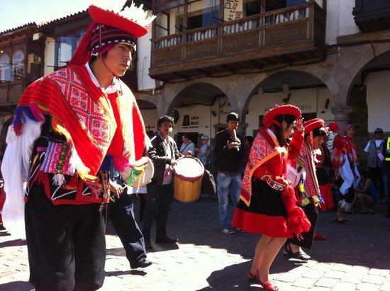 River Explorers: Folklore in Cusco.
