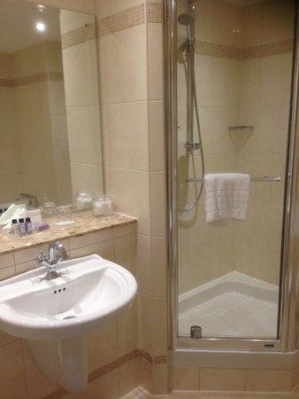 Macdonald Old England Hotel & Spa: Shower at MacDonald Spa Hotel Bowness