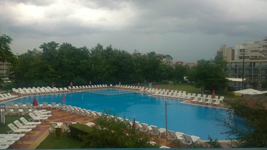 Pomorie Hotel: View from our hotel room (On a stormy day)