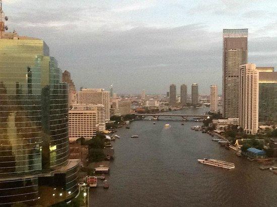 Royal Orchid Sheraton Hotel & Towers : autre vue de la rivière